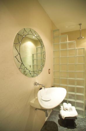 Kinbe Hotel: Bathroom
