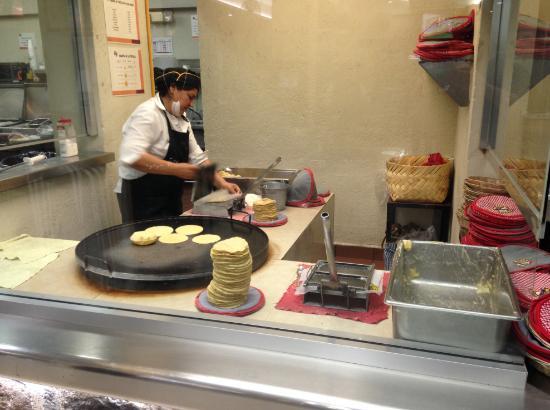 Tacos el Pata: Fresh tortillas being made!