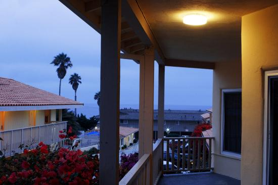 Pacific Shores Inn: Great Location