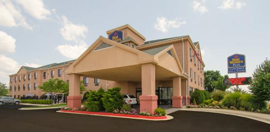 Photo of BEST WESTERN PLUS Castlerock Inn & Suites Bentonville