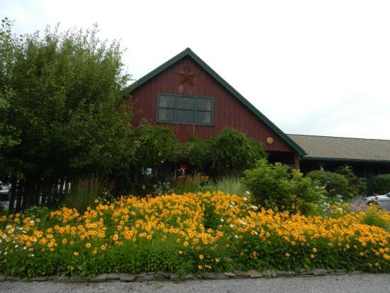 The Meadowlark Inn Cooperstown: Front of the Inn