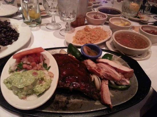 Lauriol Plaza: Ribs and Chicken Fajita Combo