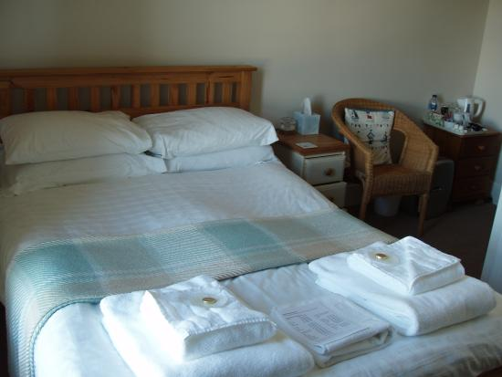 Woodlands Guest House: Room 6 with a sea view.