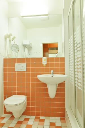 Avanti Hotel: Bathroom