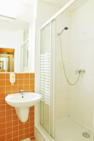 Avanti Hotel: Bathroom