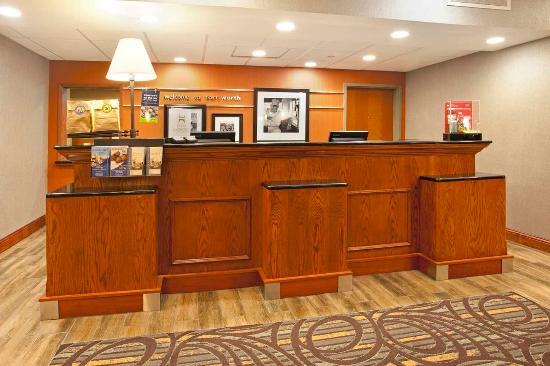 Hampton Inn & Suites Fort Worth-West/I-30: Front Desk