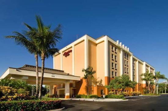 Hampton Inn Miami-Airport West: Exterior