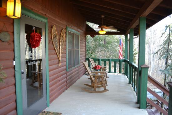 Valle Crucis Bed & Breakfast : Beautiful porch!