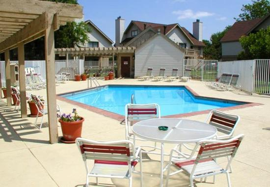 Sonesta ES Suites Omaha: Outdoor Pool
