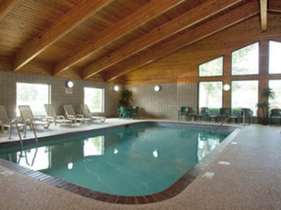 Baymont Inn & Suites Owatonna: Pool
