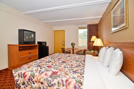 Americas Best Value Inn: King Bed