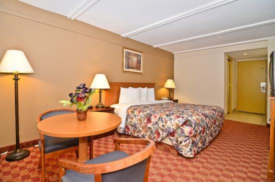 Americas Best Value Inn: King Deluxe Suite