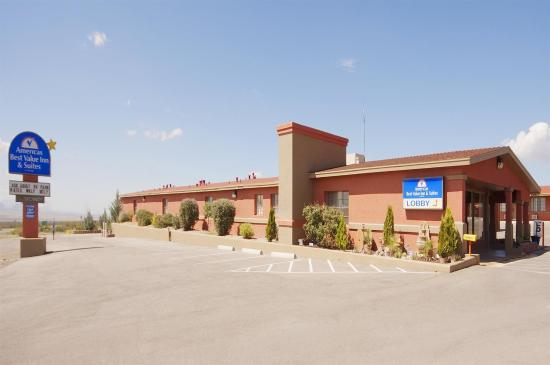 Americas Best Value Inn & Suites: Exterior With Sign