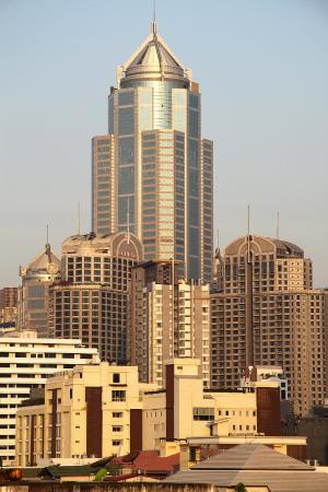 Sawasdee Hotel @ Sukhumvit Soi 8: cityscape at sunrise