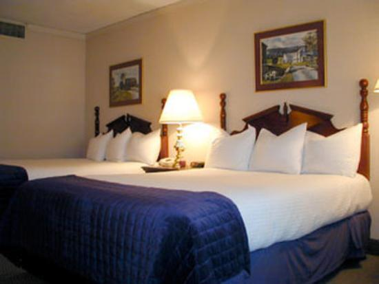 Heritage Hotel: Guest Room With Two Double Beds