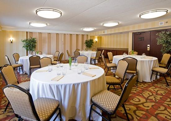 Comfort Inn & Suites Pottstown: Meeting Room Rounds