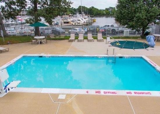 Comfort Inn Beacon Marina: Pool