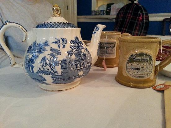 Chester Heights, Pensylwania: lovely tea service! i love my mug!!