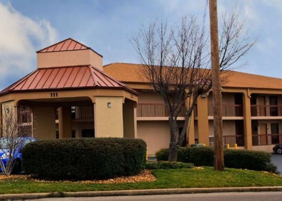 Rodeway Inn & Suites North: TNExterior N