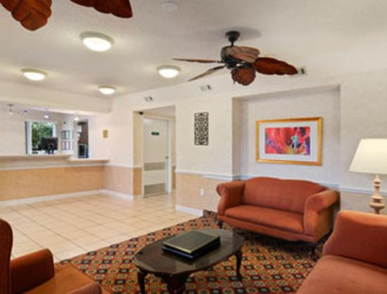Magnuson Inn and Suites Gulf Shores: Lobby