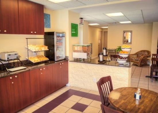 Milton Inn and Suites: breakfast area