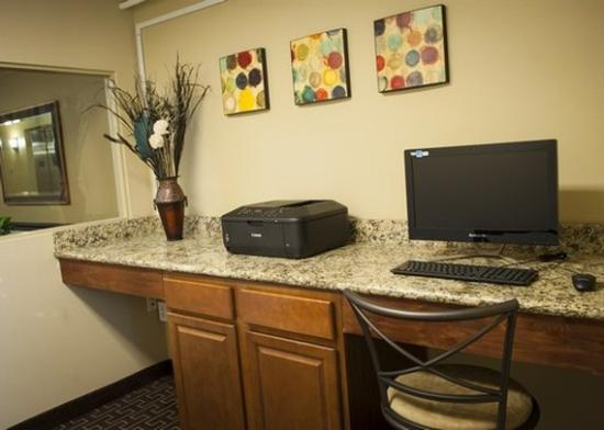 Milton Inn and Suites: business center