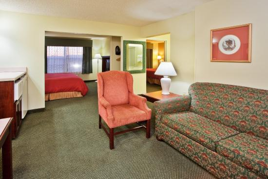 Country Inn & Suites By Carlson, McDonough: CountryInn&Suites McDonough  Suite