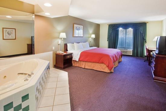 Country Inn & Suites By Carlson, McDonough: CountryInn&Suites McDonough  WhirlpoolSuite