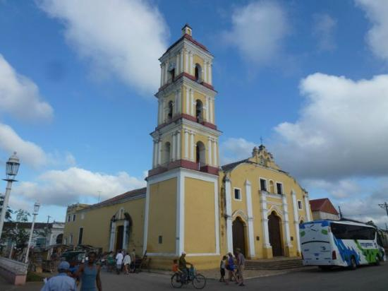Remedios, Kuba: Church Exterior
