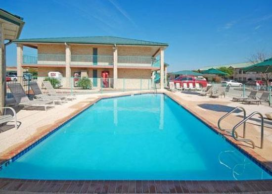 Photo of Econo Lodge Inn & Suites Fiesta Park San Antonio