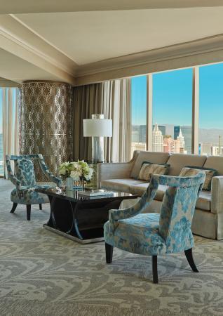 Four Seasons Hotel Las Vegas: Presidential Strip View Suite Living Room