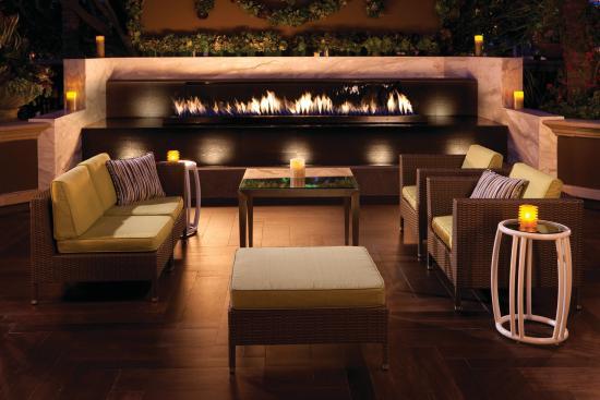 Four Seasons Hotel Los Angeles at Beverly Hills: Fireside Dining at Culina, Modern Italian Restaura