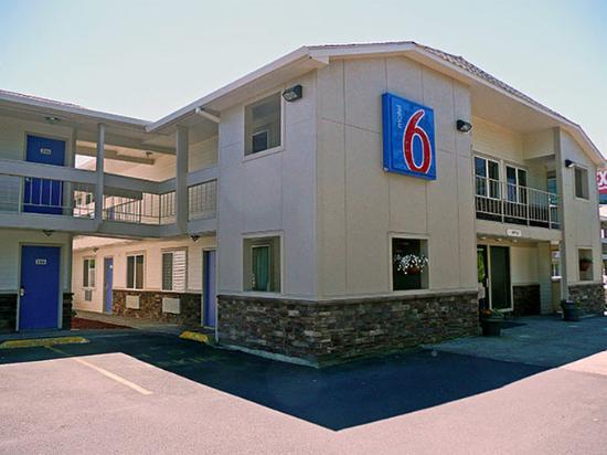 Motel 6 McMinnville: MExterior2