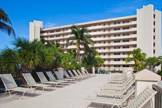 Vistana Beach Club: Sun Deck with Phase 1 Exterior