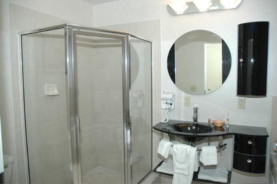 San's Boutique Hotel: Bathroom