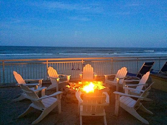 The Shores Resort & Spa: Evening fires keep you warm and set the mood. You can even enjoy smores that the hotel will prov