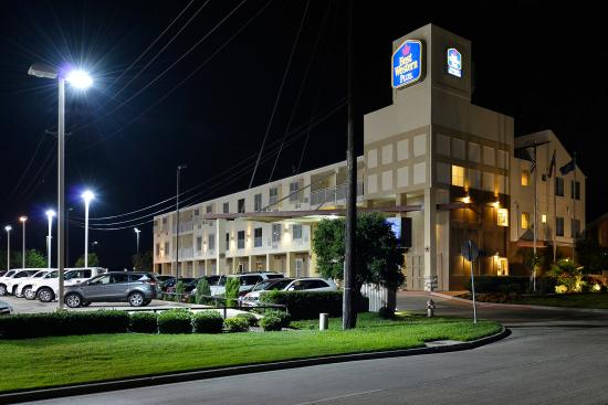 Best Western Plus Rockwall Inn & Suites: Hotel Exterior