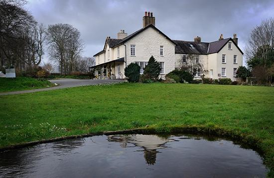 Bontnewydd, UK: View Of Plas Dinas From The Grounds