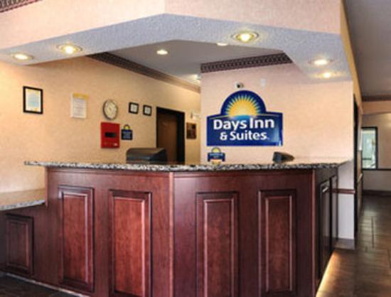 Days Inn & Suites Airport Albuquerque: Lobby