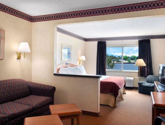 Days Inn & Suites Airport Albuquerque : Suite