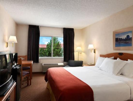 Days Inn & Suites Airport Albuquerque: Standard King Room