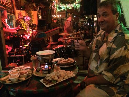 Kilted Mermaid: Delicious Food & A Great View Of The Awesome Band !!!