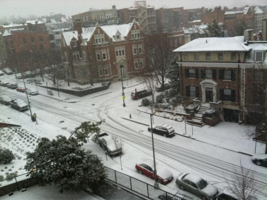 Hilton Garden Inn Washington DC/US Capitol: View Outside Hotel Window