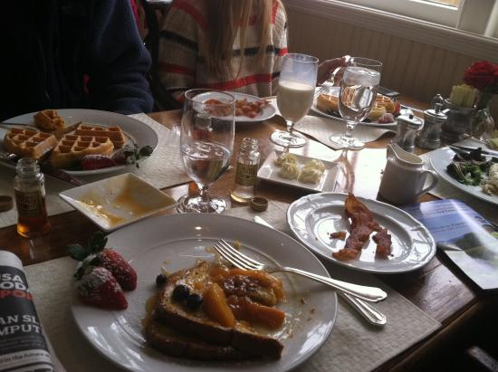 Old Mill Room : Our breakfast on a snowy morning