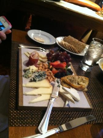 Bistro 1834: The Chesse and fruit appetizer