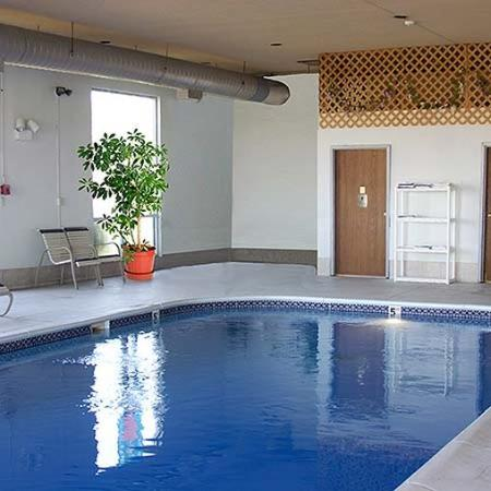 Econo Lodge Cadiz: Broadbent Inn And Suites Pool