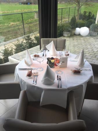 Bistro Nian: Leuke tafel aan de raam