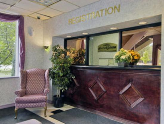 North Plainfield, NJ: Lobby