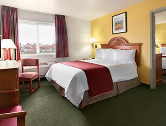 Howard Johnson Inn Salem : Two Bedroom Suite
