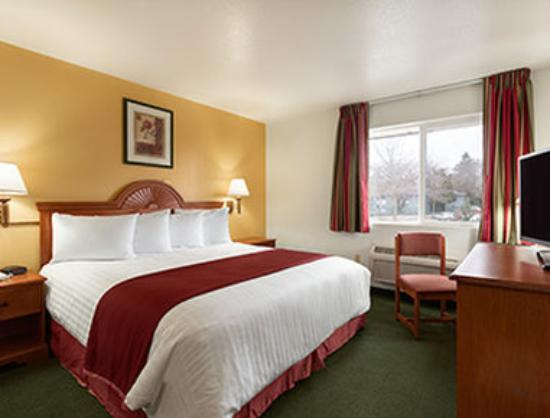 Howard Johnson Inn Salem: Standard King Room